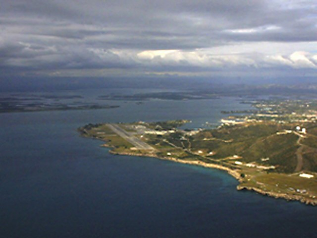 http://www.globalsecurity.org/military/facility/images/guantanamo-bay001.jpg