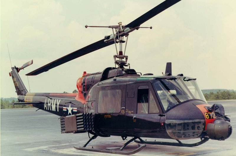 uh 1d helicopter with Uh 1 Pics on UH 1D additionally  in addition Index likewise Kit kh 80154 also 13369.