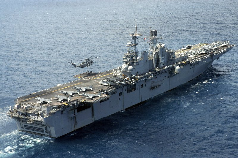 Lhd 1 wasp class pictures for Porte helicoptere