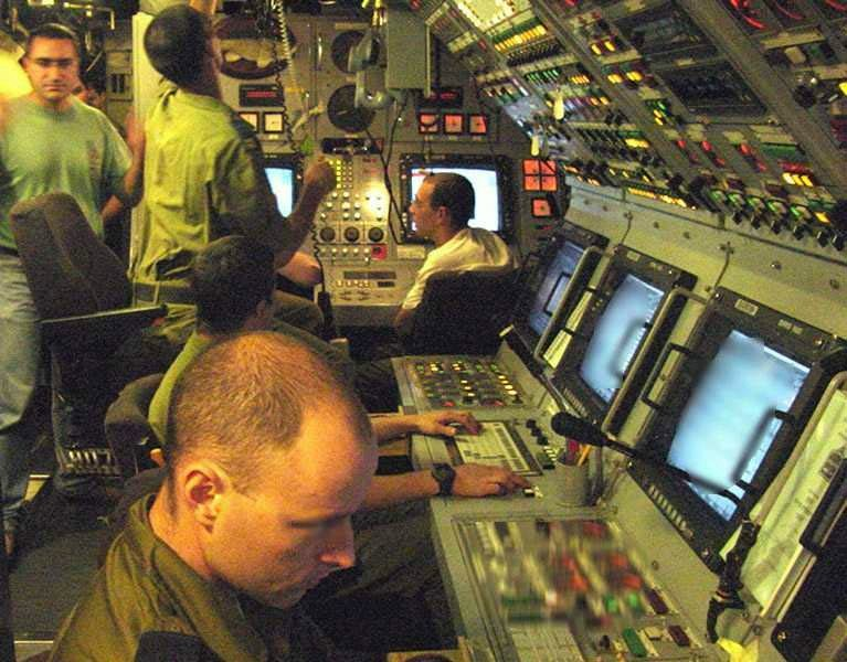http://www.globalsecurity.org/wmd/world/israel/images/dolphin_subp_idf-navy6.jpg